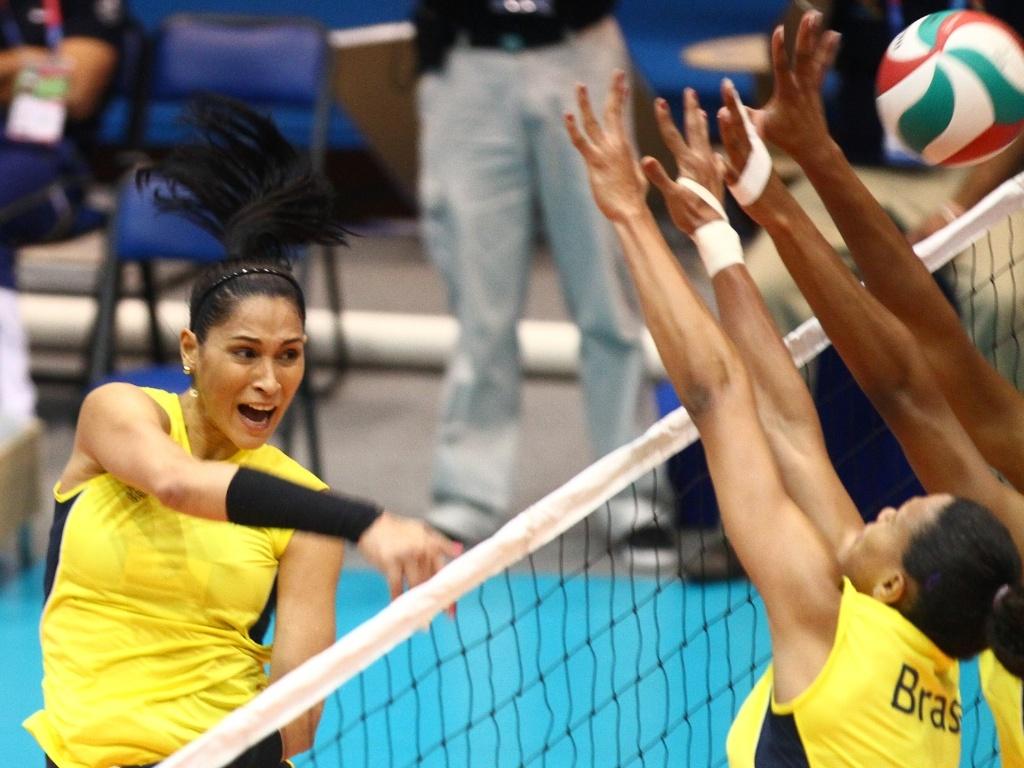 Atletas do vôlei feminino do Brasil durante treinamentos em Guadalajara