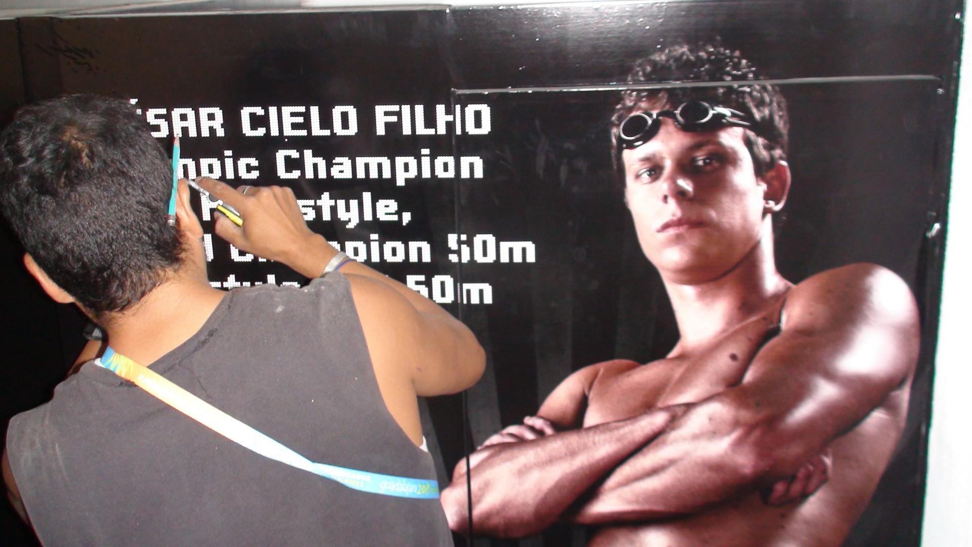 Cartaz do campeão olímpico e mundial é fixado em Guadalajara
