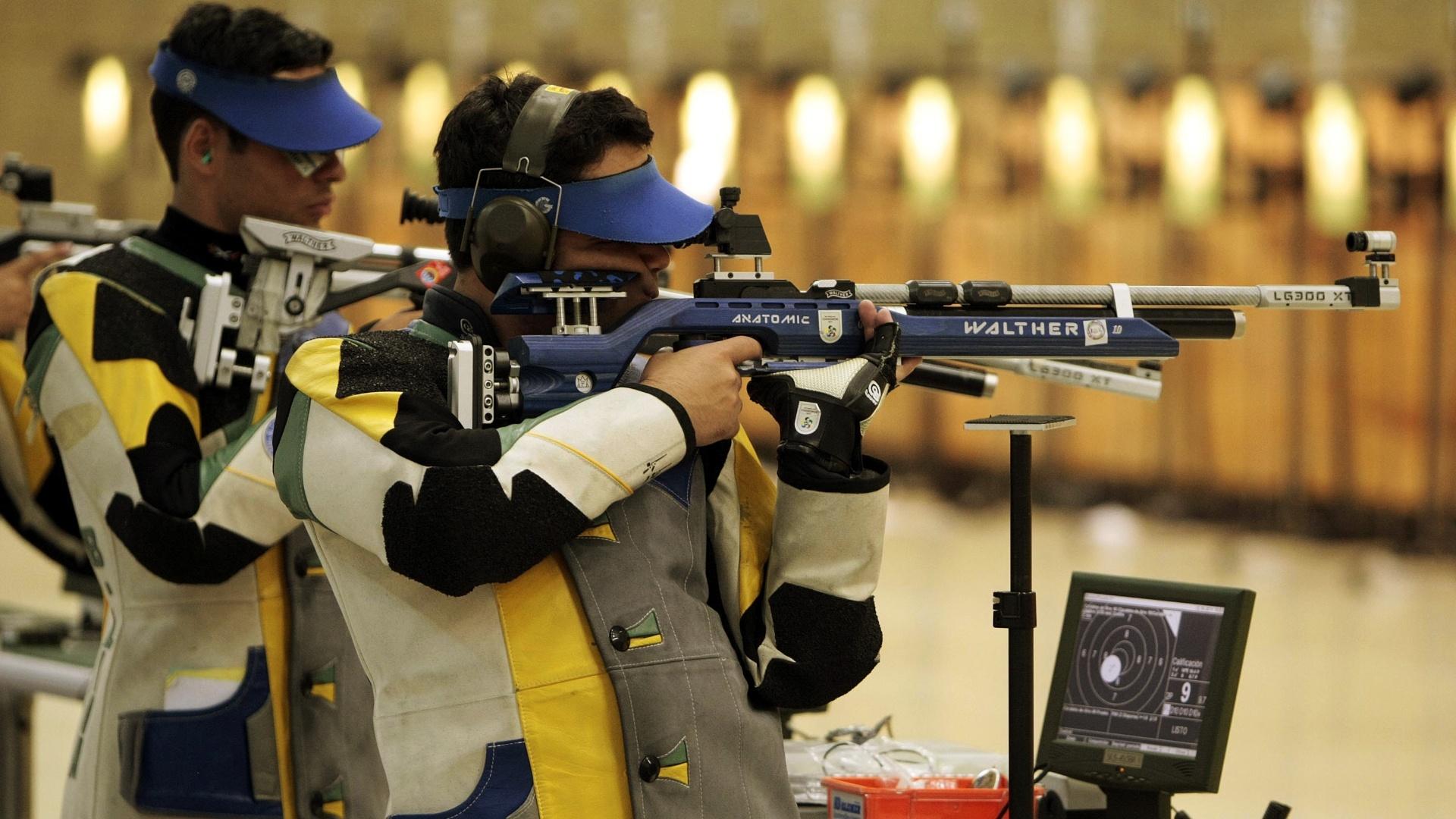 Rocco Rosito, atleta da seleção brasileira de tiro, treina em Guadalajara para o Pan