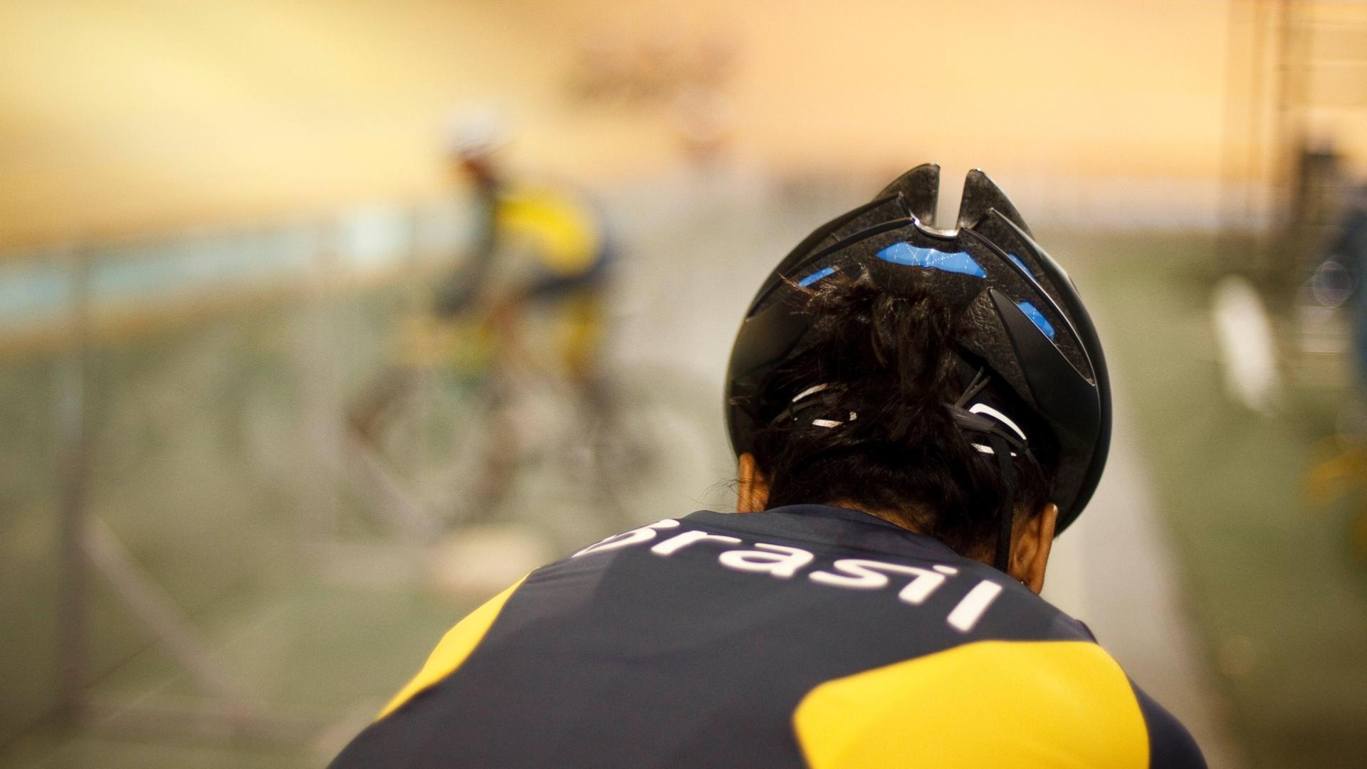 Ciclista brasileira participa de treino em Guadalajara. Cerimônia de abertura dos Jogos acontece nesta sexta-feira
