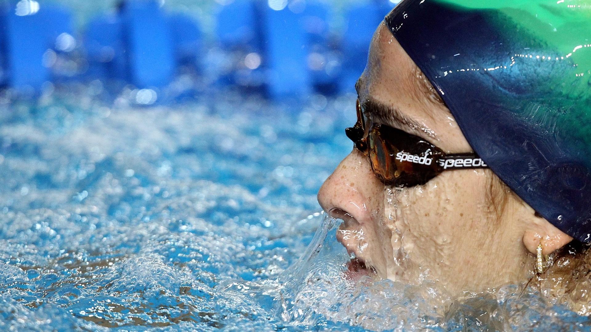 Daynara de Paula se prepara para o início do Pan. Nadadora compete no sábado na prova dos 100m borboleta