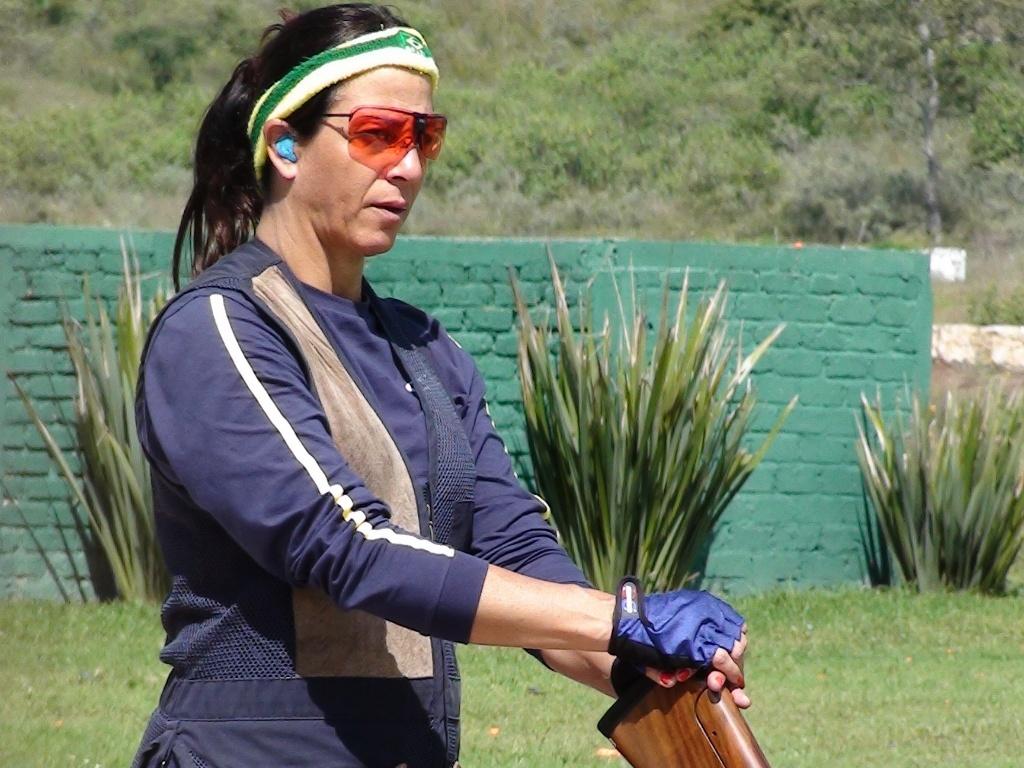 Janice Teixeira compete na fossa olímpica do tiro esportivo no Pan