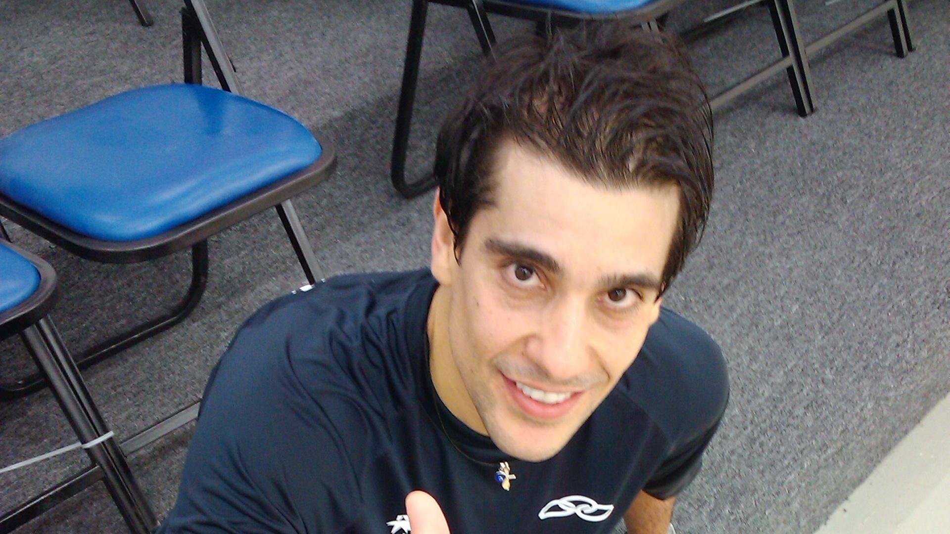 Rafael Alarcon, atleta brasileiro do squash, passeia pela Vila Pan-Americana
