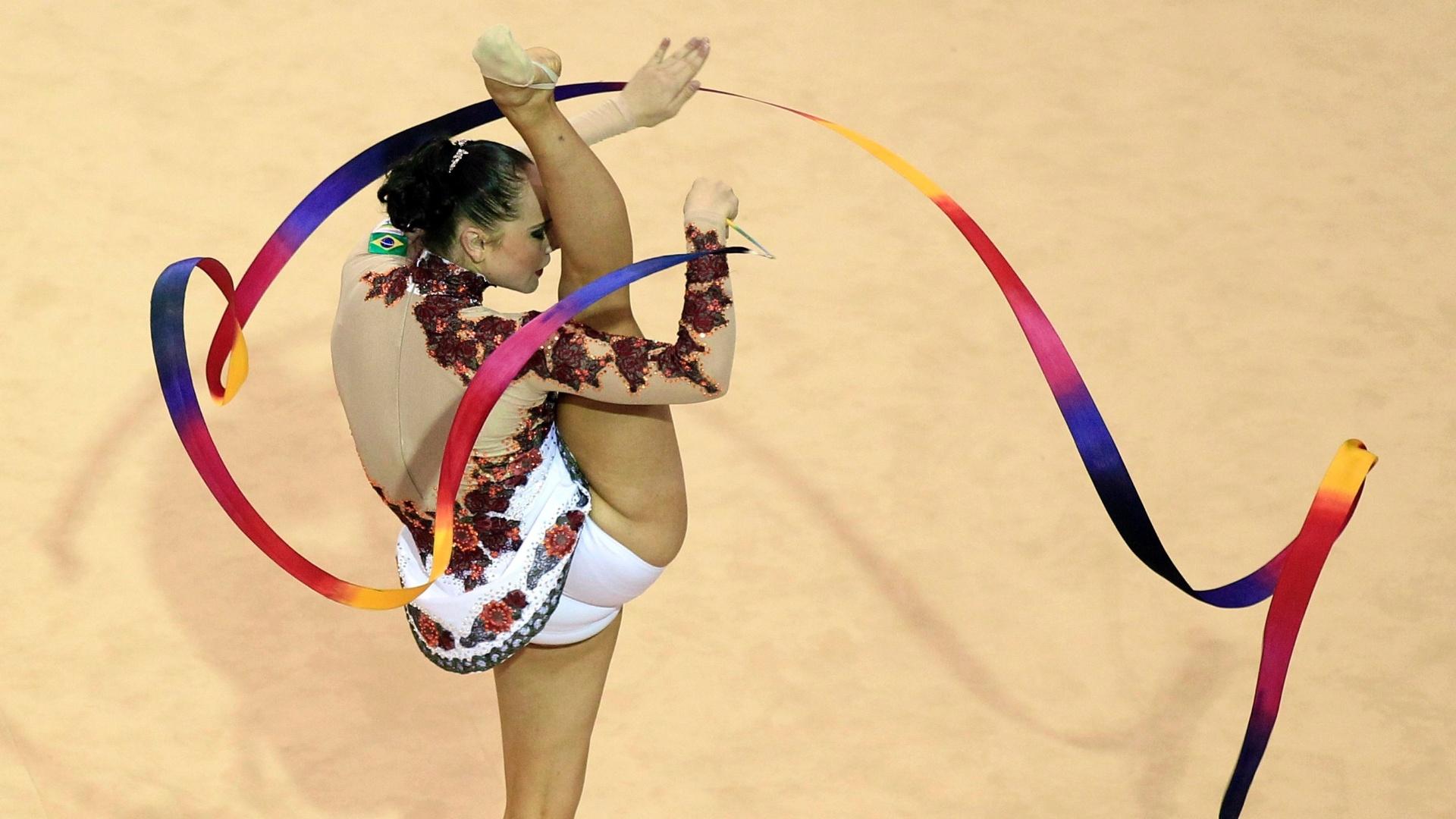 Angélica Kvieczynski mostrou regularidade na sua performance e garantiu o bronze para o Brasil na ginástica rítmica (15/10/2011)