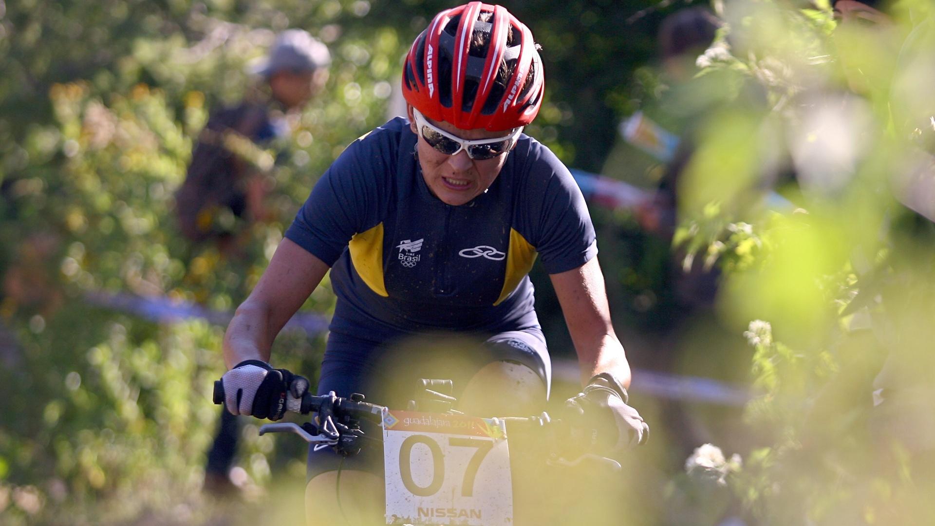 Com problemas na bicicleta, Érika Gramiscelli ficou na 12ª posição no mountain bike (15/10/2011)