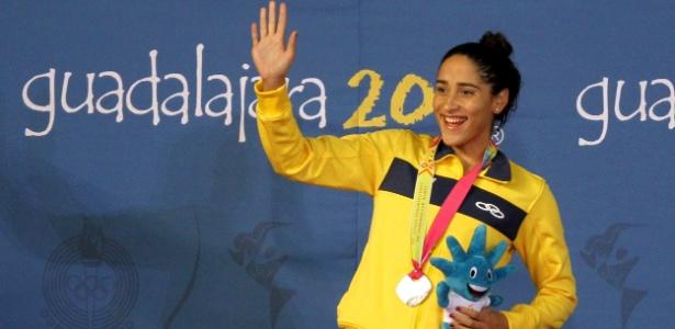 Daynara de Paula comemora a medalha de prata nos 100m borboleta no Pan-2011
