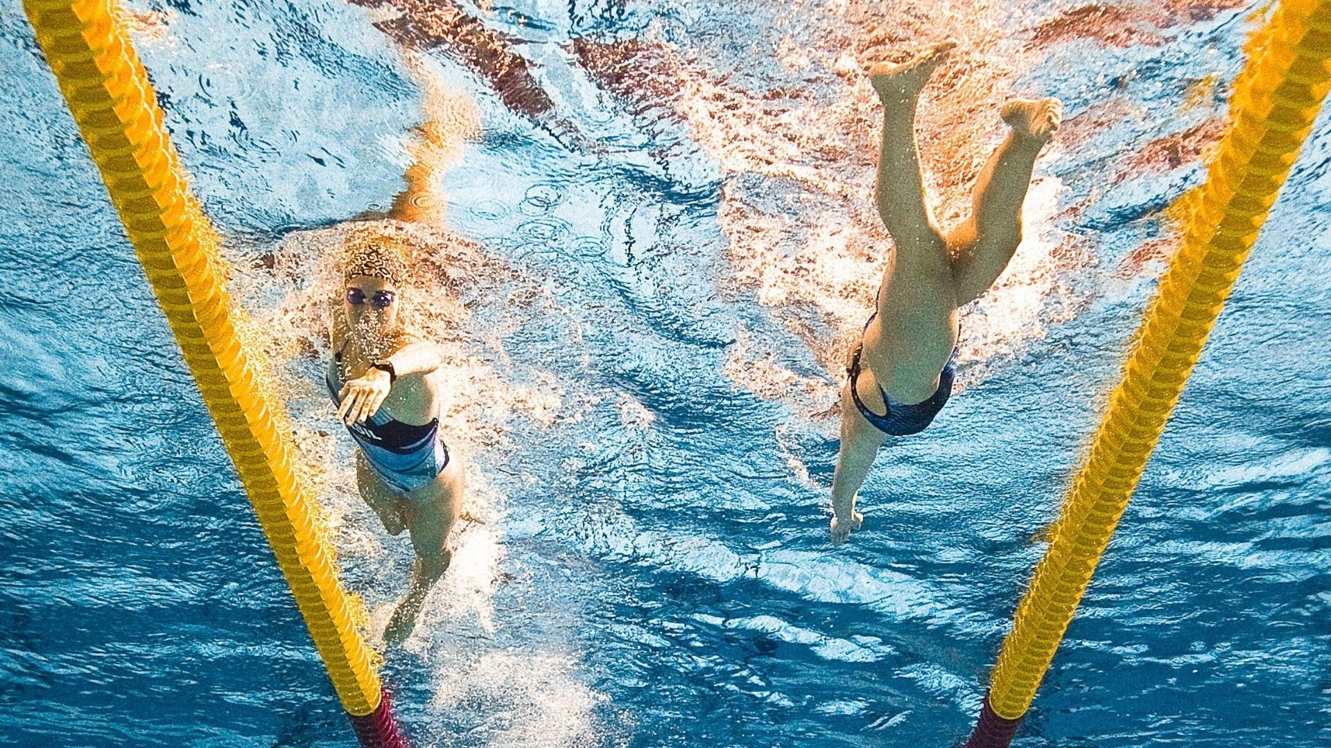 Nadadoras aquecem antes do início das provas de natação do Pan (15/10/2011)