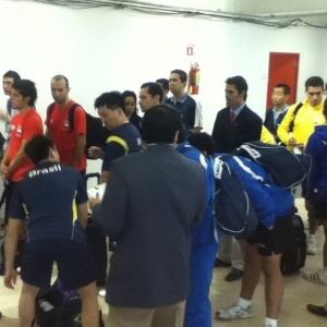 Seleções de tênis de mesa de Brasil e Equador se preparam par entrar na quadra