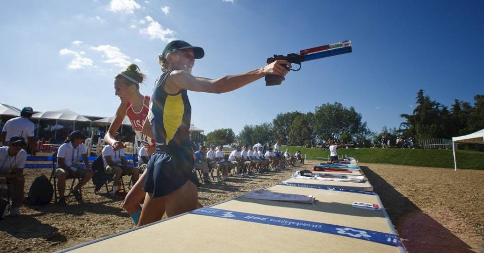 Yane Marques é ultrapassada pela norte-americana Margoux Isaksen na prova combinada de tiro e corrida e perde o ouro no pentatlo moderno