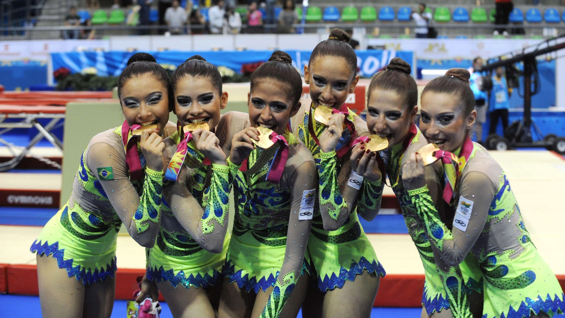 A equipe brasileira de ginástica rítmica totalizou 48,575 pontos nas duas apresentações e conquistou a medalha de ouro (16/10/2011)
