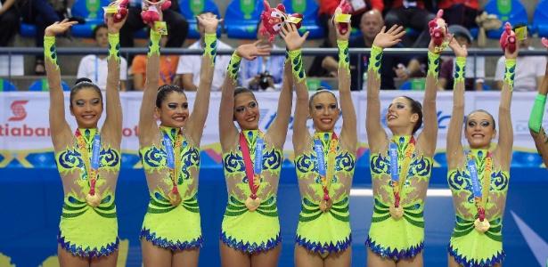 Depois da conquista do ouro, Luísa (1ª à esquerda) anunciou seu adeus da ginástica