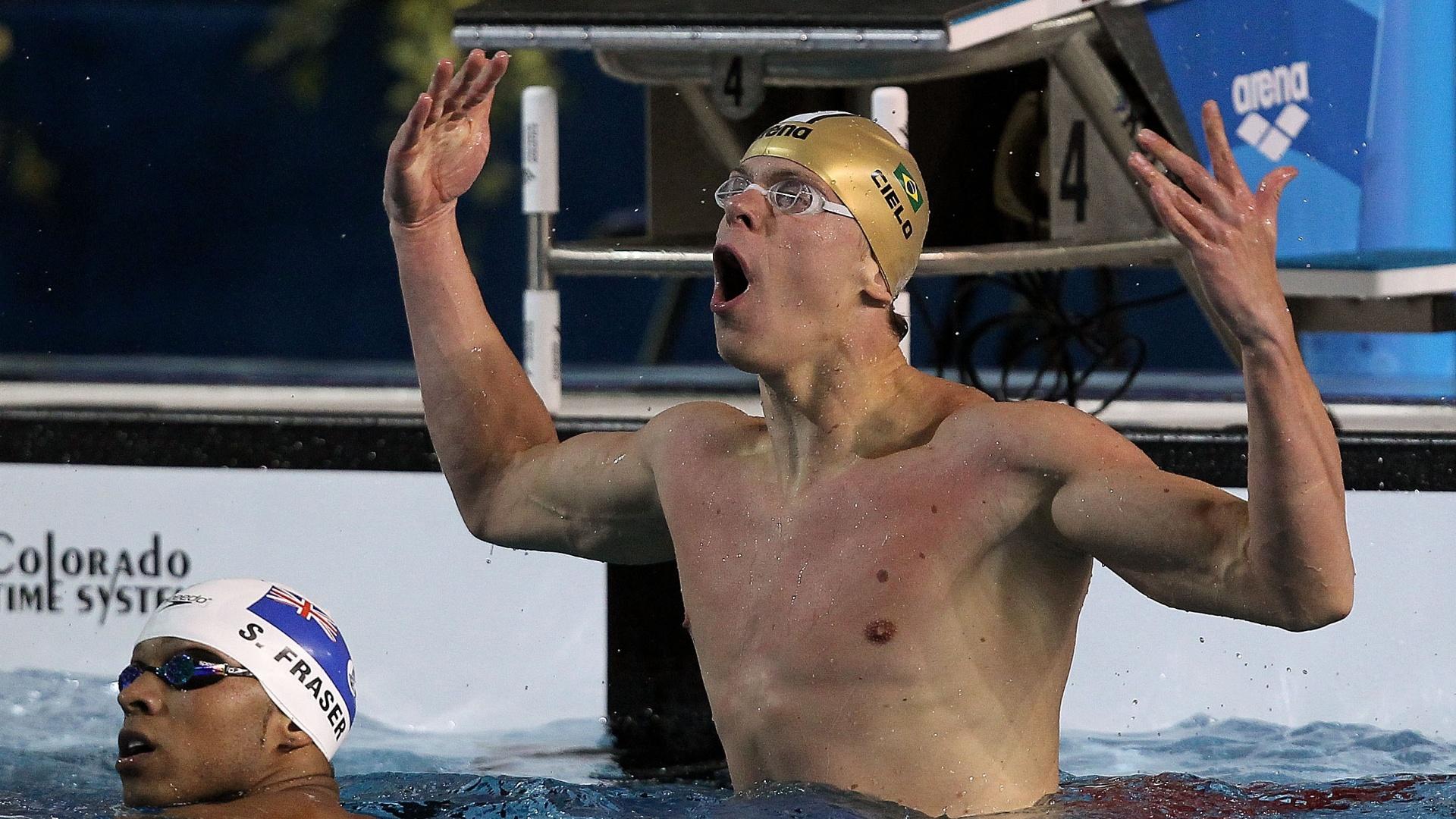 Cesar Cielo comemora a vitória nos 100m livre em Guadalajara (16/10/2011)