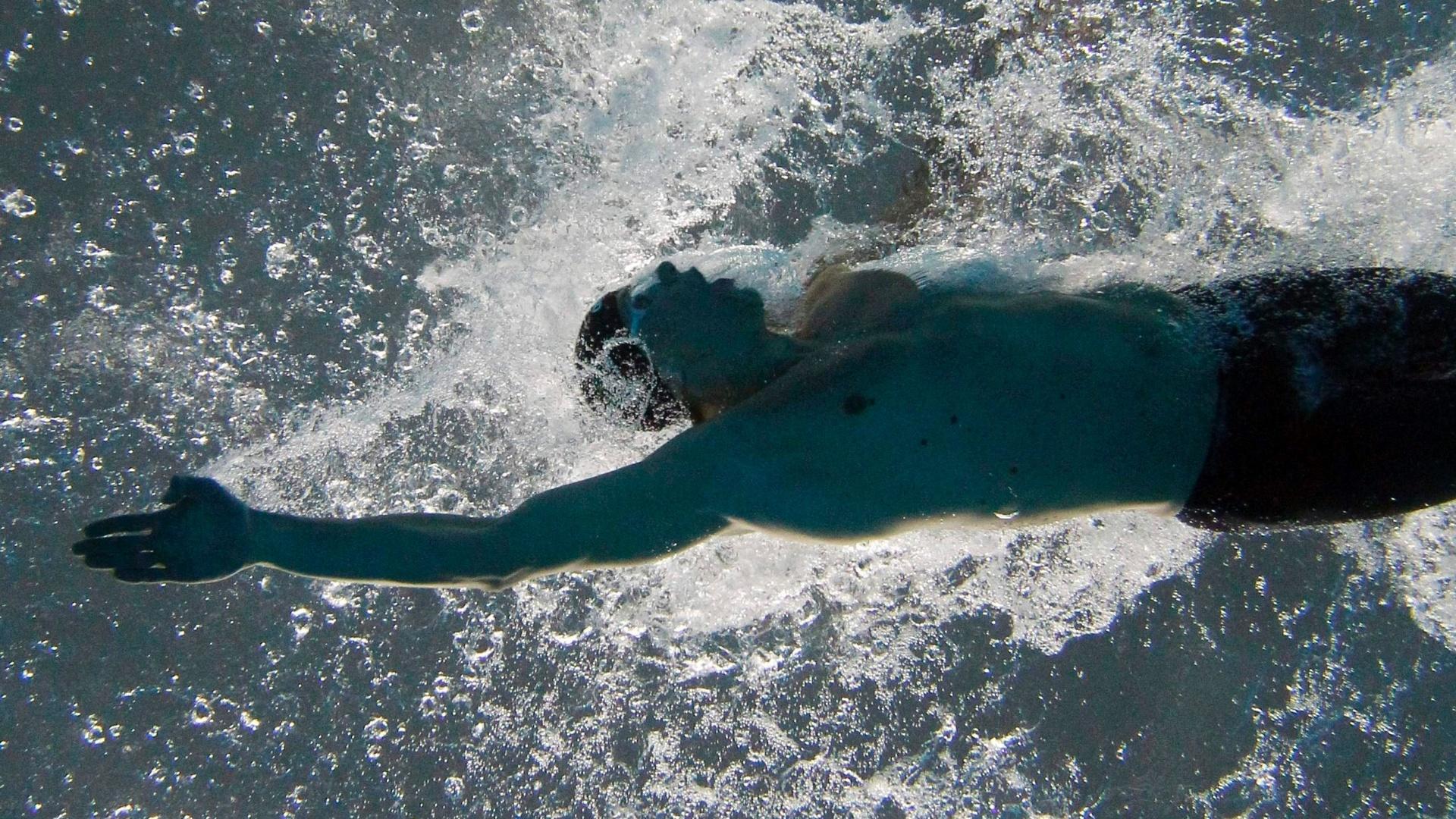 Cesar Cielo nada eliminatória dos 100m livre e consegue o melhor tempo para se garantir na final (16/10/2011)