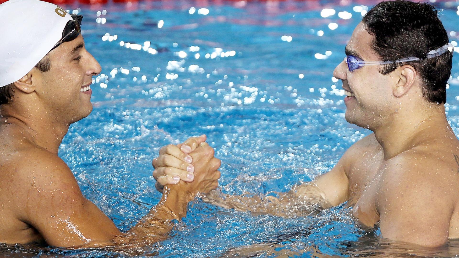 Felipe França e Felipe Lima se cumprimentam após a dobradinha dos 100m peito no Pan, liderada pelo primeiro