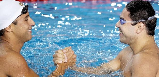 Felipe Lima e Felipe França se cumprimentam após dobradinha dos 100m peito no Pan