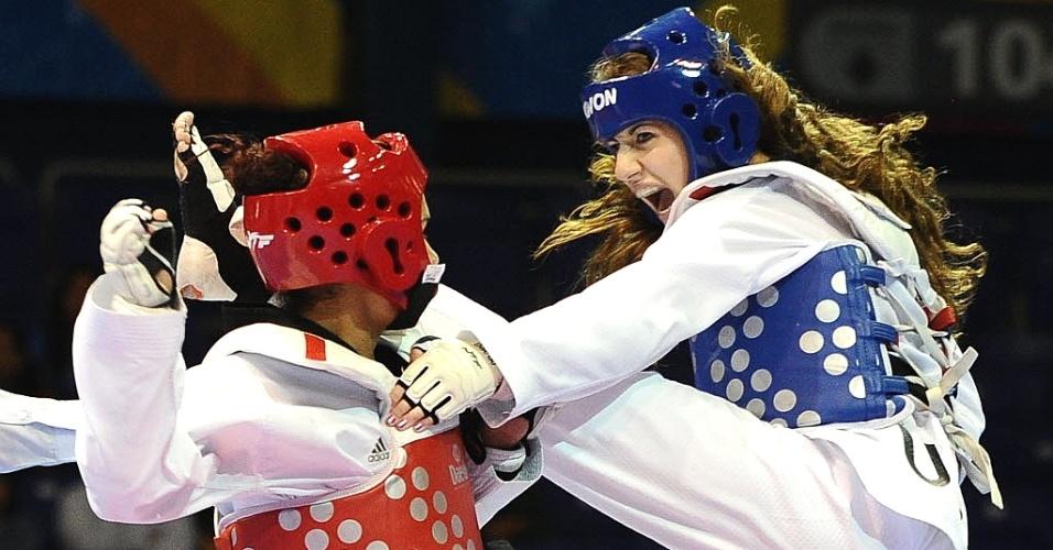 Norte-americana Nicole Palma faz cara de brava ao tentar golpe no taekwondo, mas não esconde a beleza durante a disputa do Pan-2011 (16/10/2011)