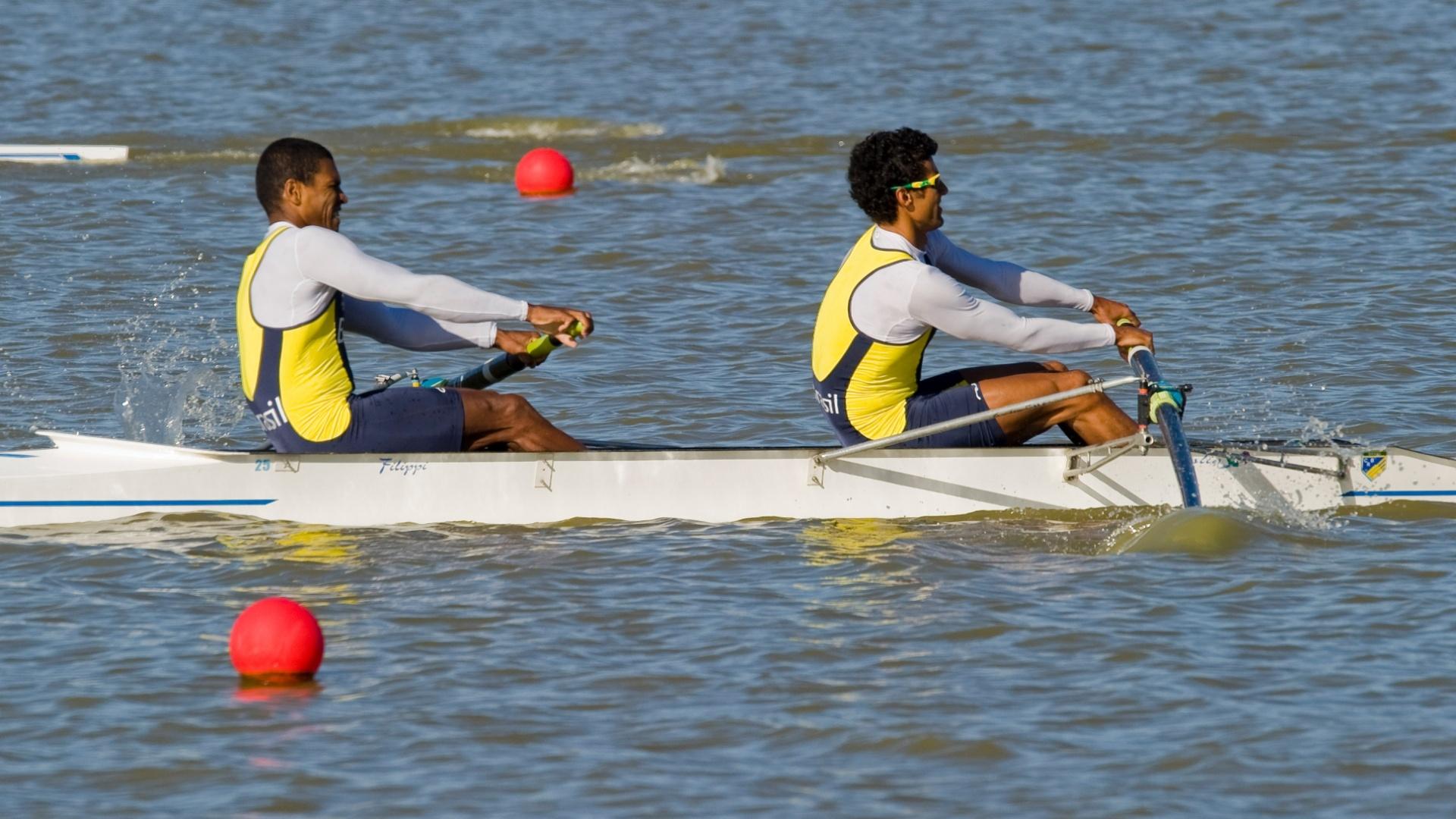 Os brasileiros João Borges Junior (esquerda) e Alexis Mestre se classificaram em primeiro lugar no dois sem (16/10/2011)