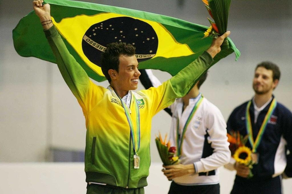 Patinador brasileiro Marcel Stürmer com seu ouro no Pan-Americano do Rio de Janeiro, em 2007