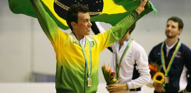 Patinador brasileiro Marcel Stürmer com seu ouro no Pan-Americano do Rio, em 2007