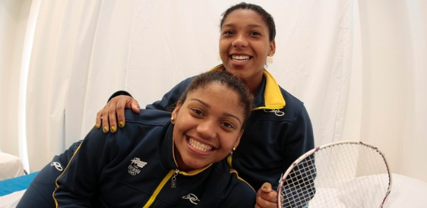 Lohaynny (esquerda) está garantida nas quartas; nas duplas, ela e irmã perderam