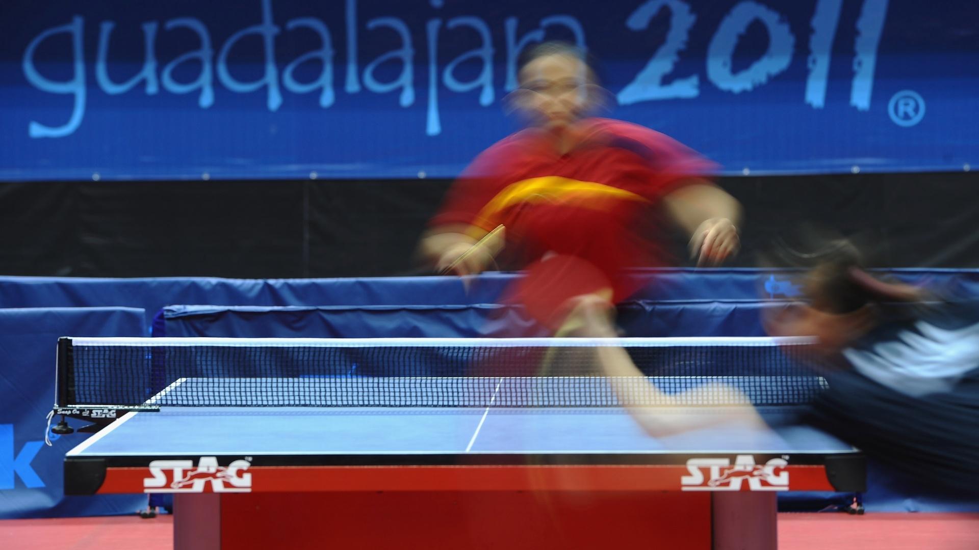 Atletas competem na final do tênis de mesa feminino no Pan de Guadalajara (17/10/2011)
