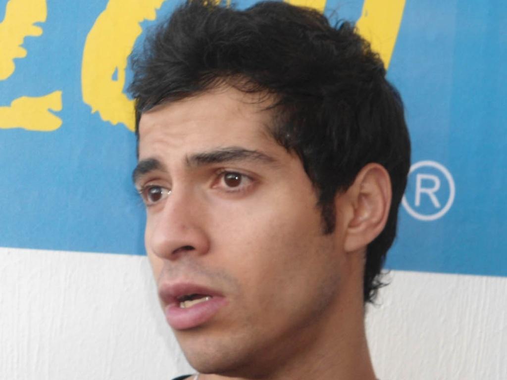 Cesar Salazar dá entrevista após vencer o irmão gêmeo Arturo na semifinal do squash