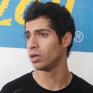 Cesar Salazar dá entrevista após vencer o irmão gêmeo Arturo na semifinal do squash no Pan