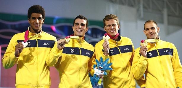 Nicolas Oliveira, Bruno Fratus, Cesar Cielo, e Nicolas Santos comemoram o ouro 4x100m
