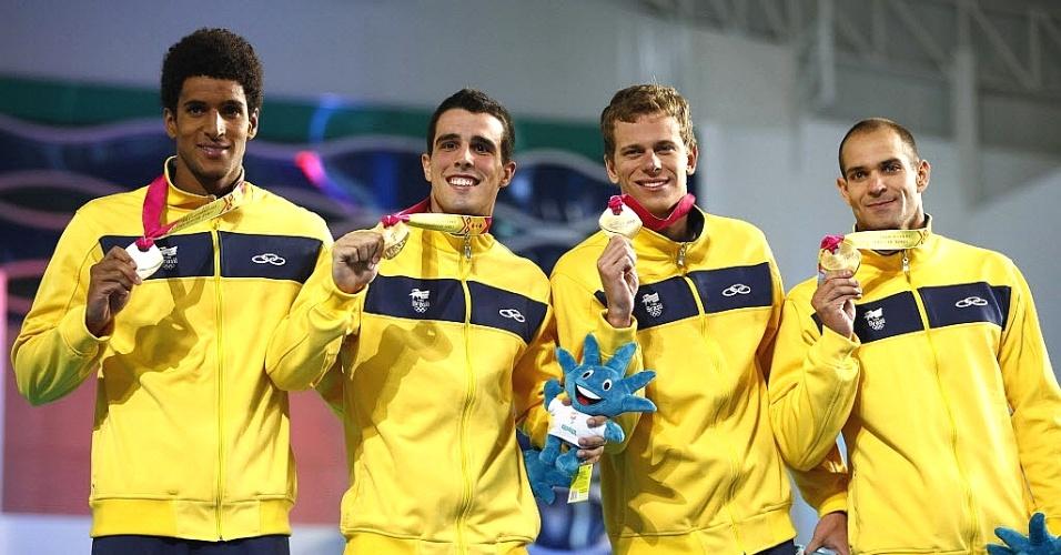 Nicolas Oliveira, Bruno Fratus, Cesar Cielo, e Nicolas Santos comemoram o ouro no revezamento 4 x 100 m livre, no Pan-2011