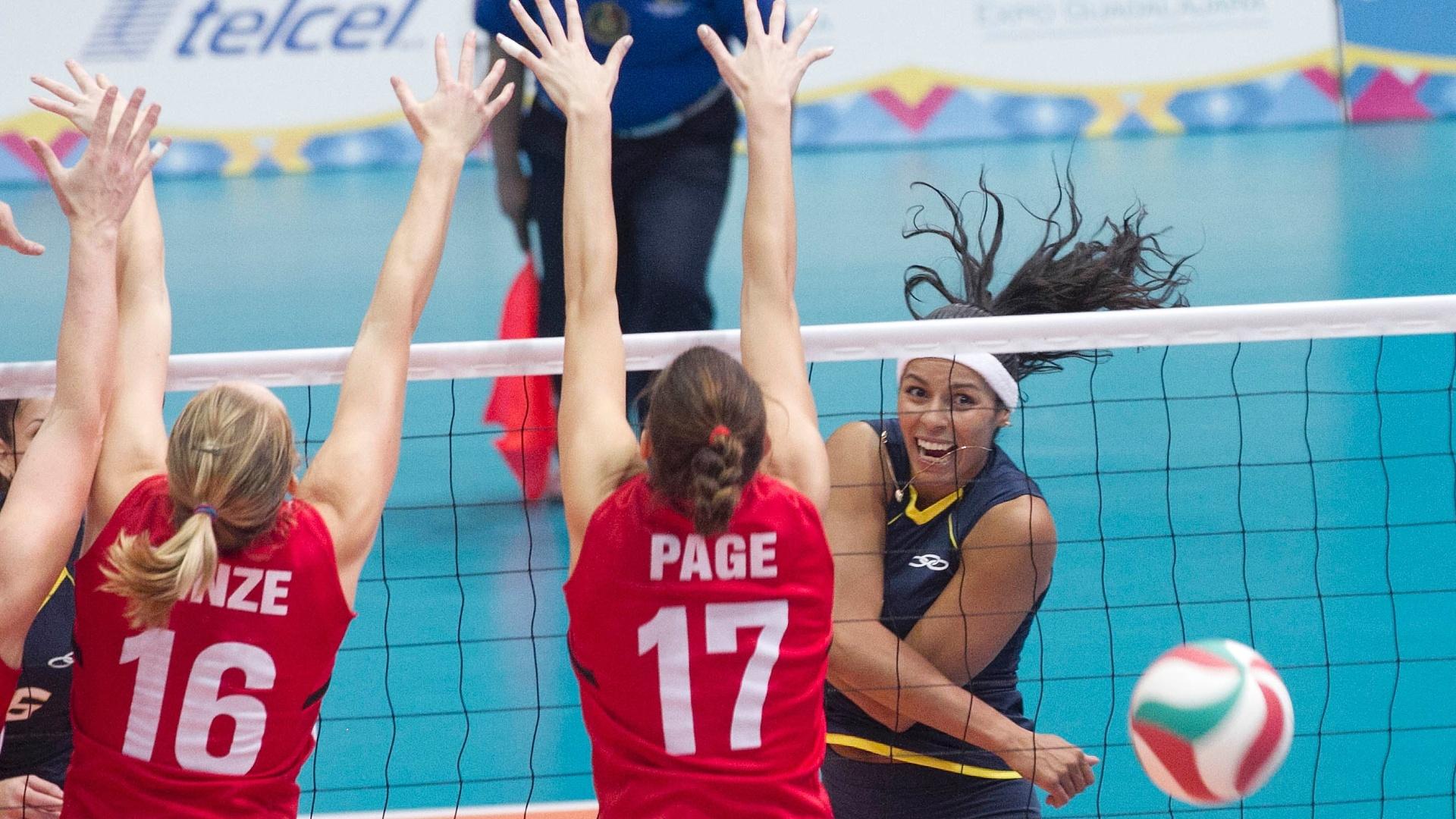 Paula Pequeno supera o bloqueio do Canadá na partida entre as equipes neste domingo