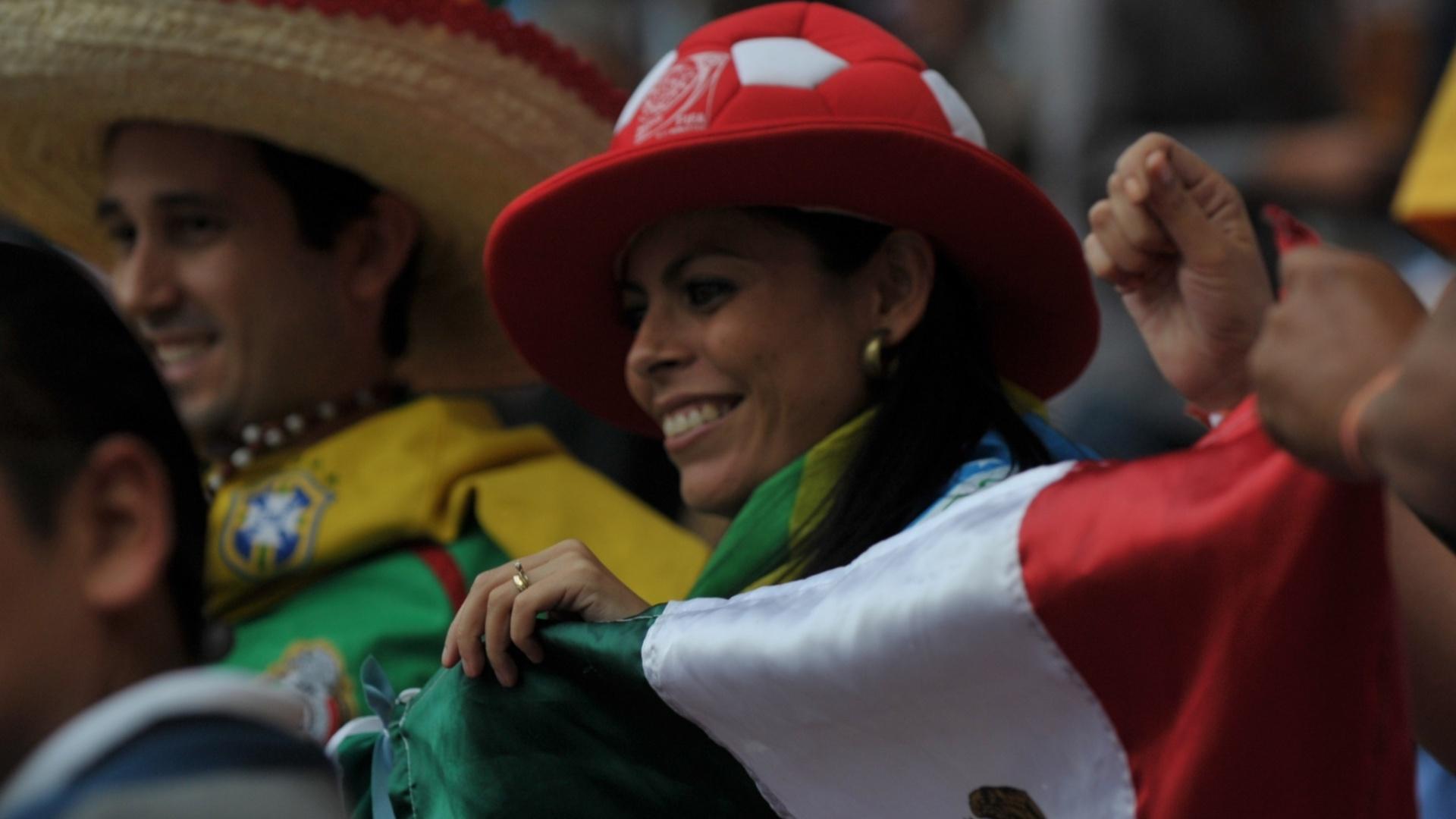 Torcedores fazem a festa antes do início da cerimônia de abertura dos Jogos de Guadalajara
