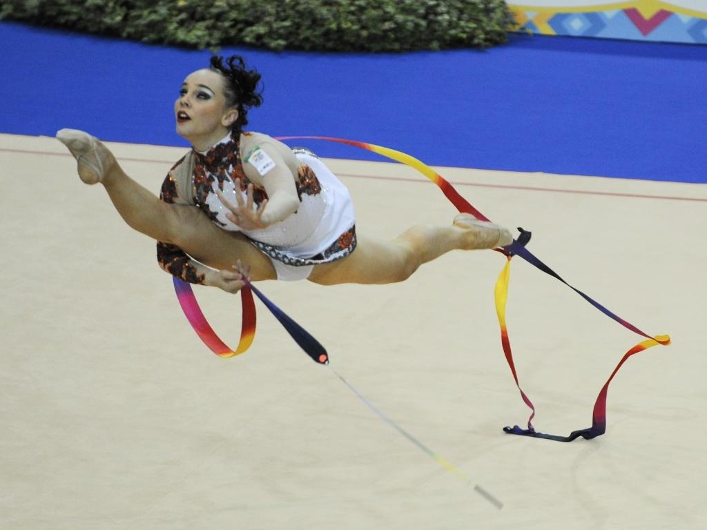 Brasileira Angélica Kvieczynski faz apresentação com as fitas na ginástica rítmica do Pan (18/10/2011)