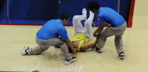 Ramirez Pala, do trampolim, caiu durante sua apresentação e foi retirado de maca