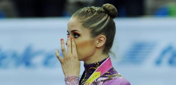 Cynthia Valdez, do México, chora após receber a medalha de ouro na ginástica rítmica (18/10/2011)