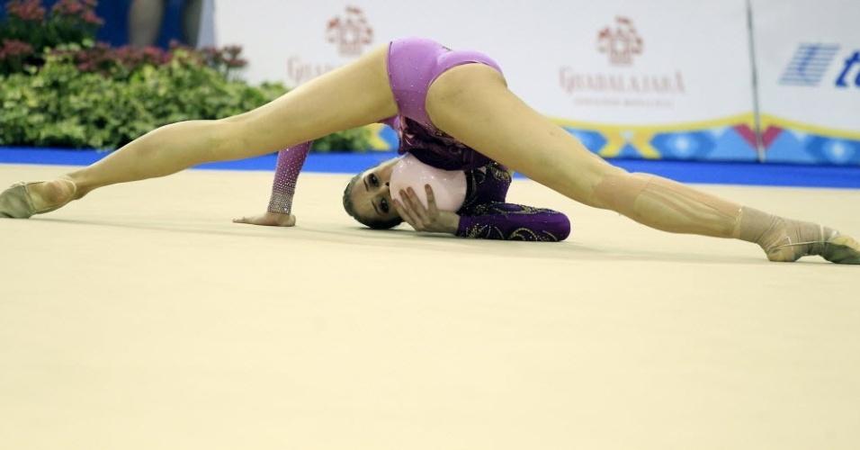 Cynthia Valdez, do México, mostra elasticidade em sua apresentação na final por aparelhos da ginástica (18/10/2011)