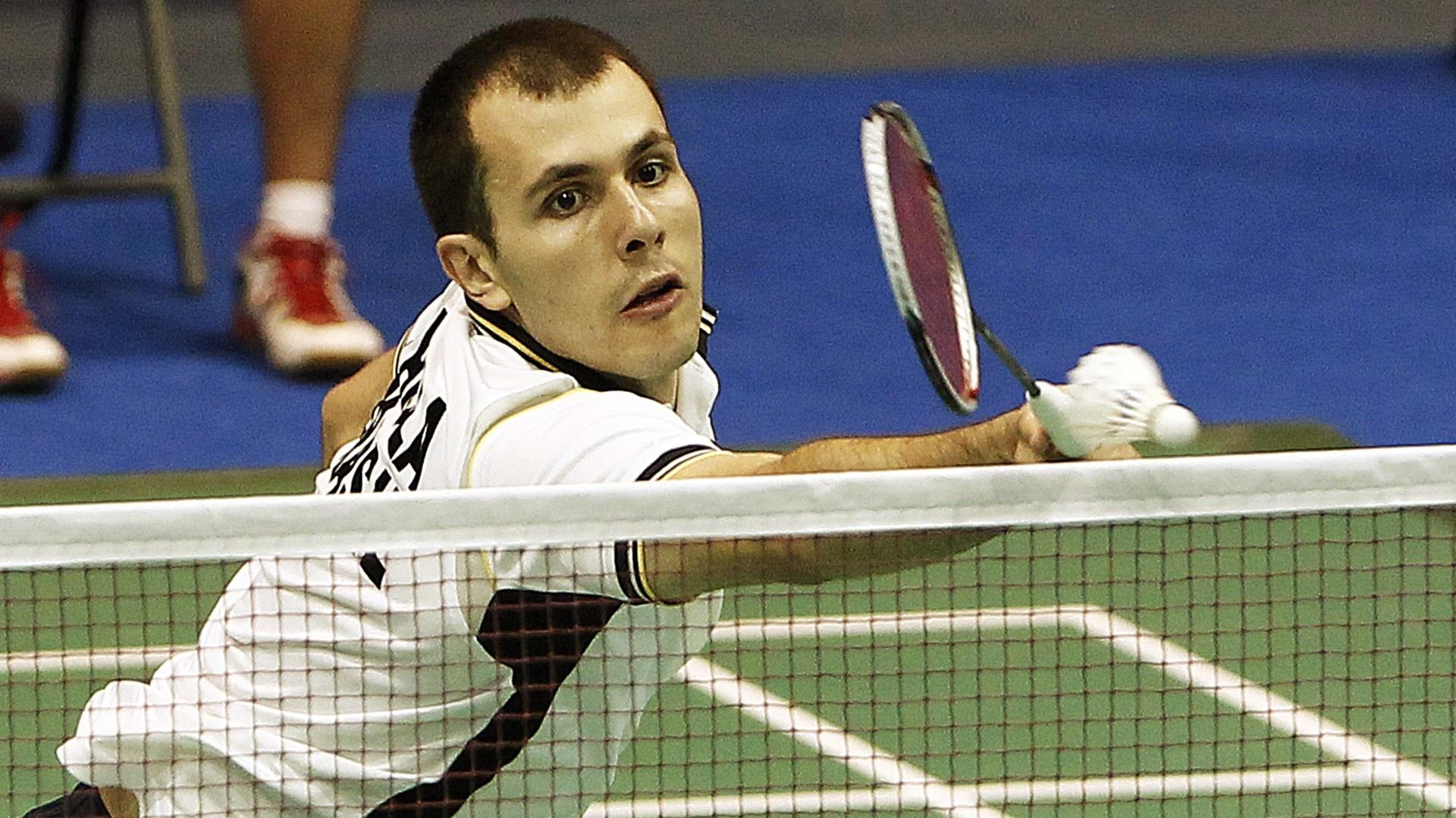 Daniel Paiola durante lance na derrota para guatemalteco na semifinal do badminton; o brasileiro ficou com o bronze (18/10/2011)