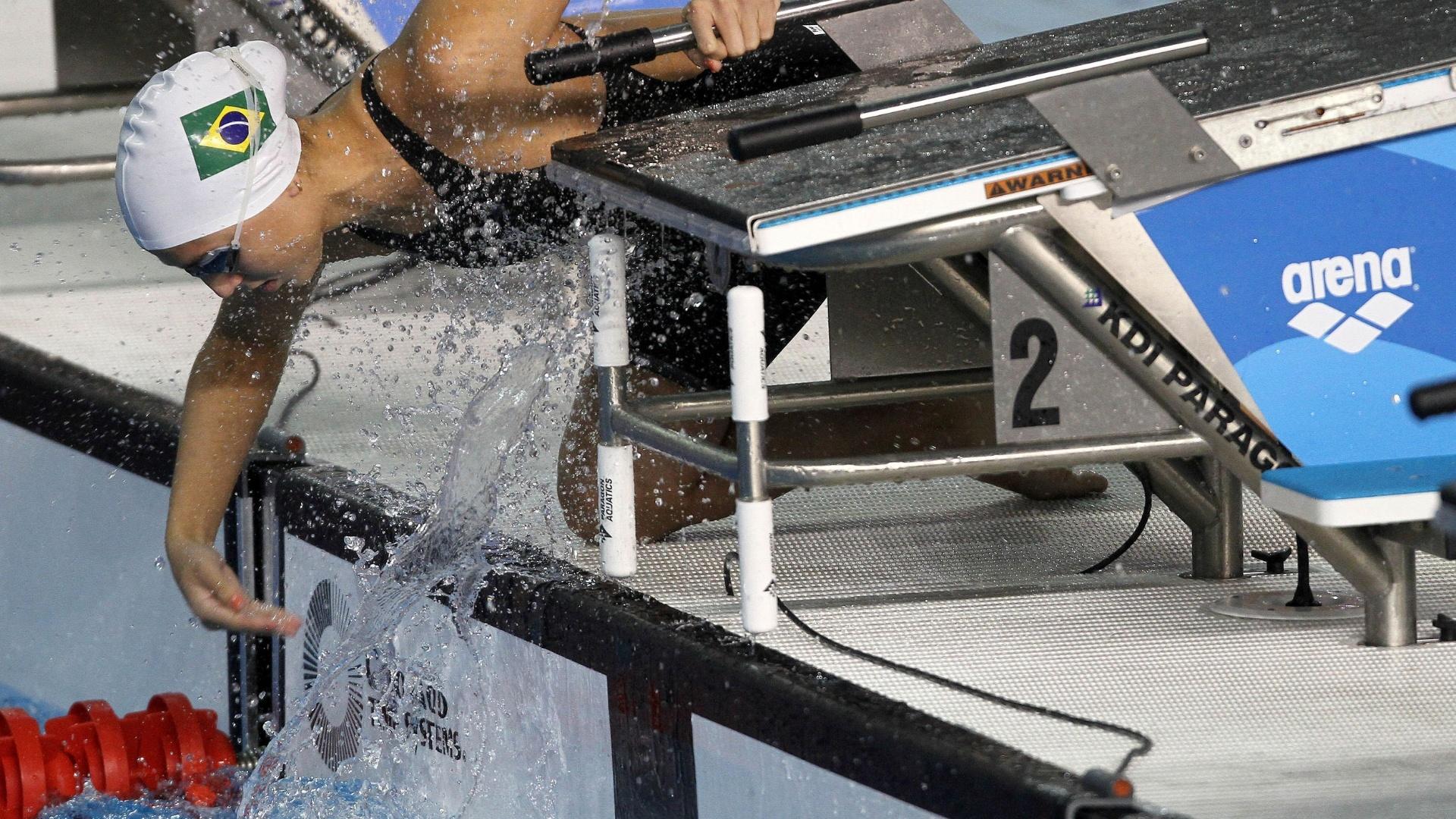 Gabriella Rocha se prepara para a eliminatória dos 800 m (18/10/2011)
