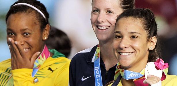 Joanna Maranhão comemora a sua medalha no Pan de Guadalajara nos 200 m medley