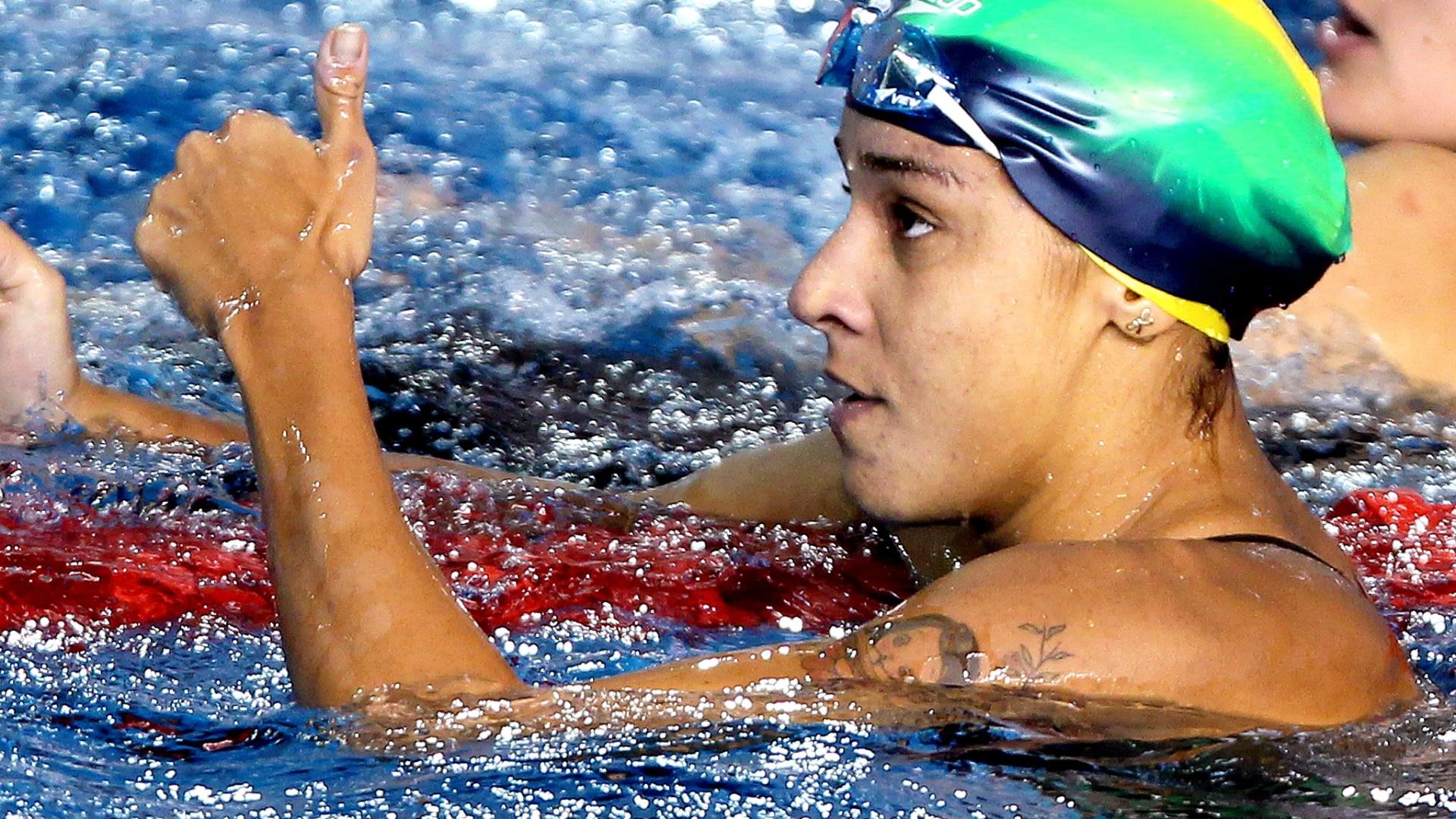 Joanna Maranhão comemora sua segunda medalha no Pan, com um bronze nos 200 m medley (18/10/2011)