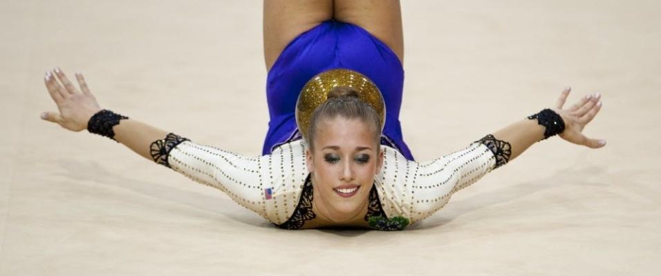 Norte-americana Shelby Kisiel faz performance com bola em apresentação individual de ginástica rítmica do Pan