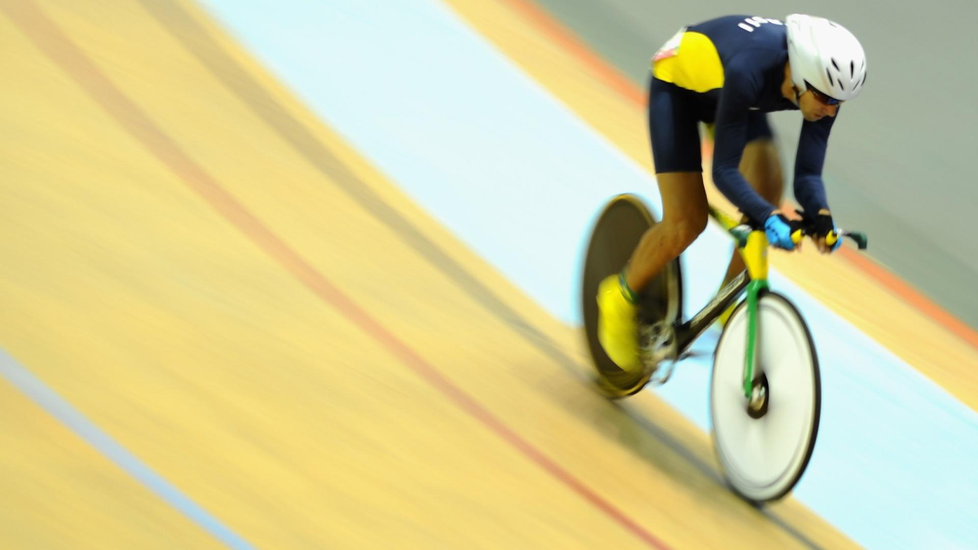 Brasileiro Robson Dias fica com a sexta colocação na prova classificatória de ciclismo omnium no velódromo do Pan de Guadalajara (19/10/2011)