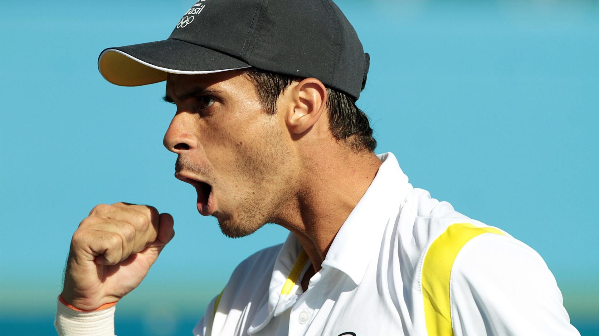 Brasileiro Rogério Dutra Silva comemora vitória na estreia pelos Jogos Pan-Americanos na chave de simples do tênis (18/10/2011)