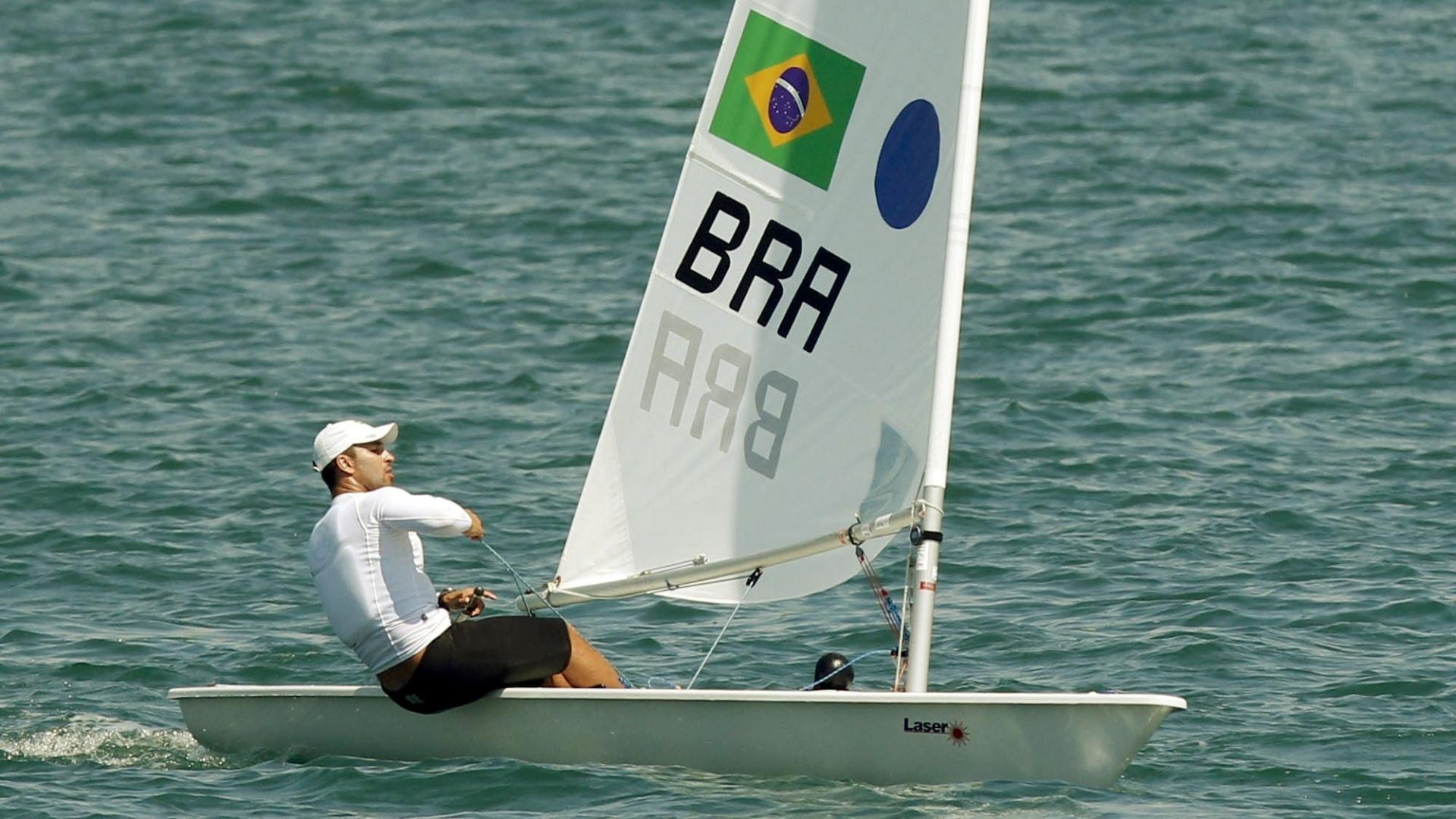 Bruno da Silva fecha segundo dia na terceira colocação da classe Laser da vela após quatro regatas (18/10/2011)
