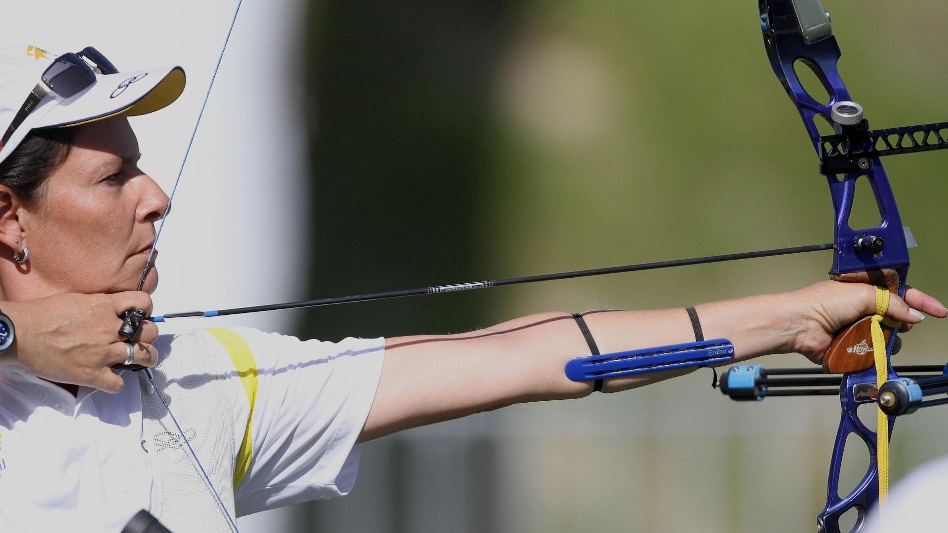 Fátima Rocha de Carvalho competiu no tiro com arco nos Jogos Pan-Americanos (19/10/2011)