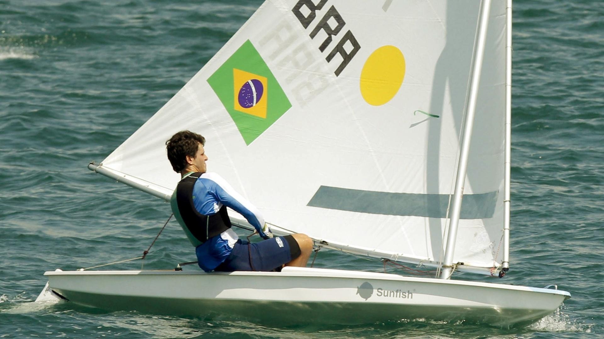 Matheus Dellagnelo vence mais uma regata e fecha segundo dia na liderança da classe sunfish na vela do Pan (18/10/2011)