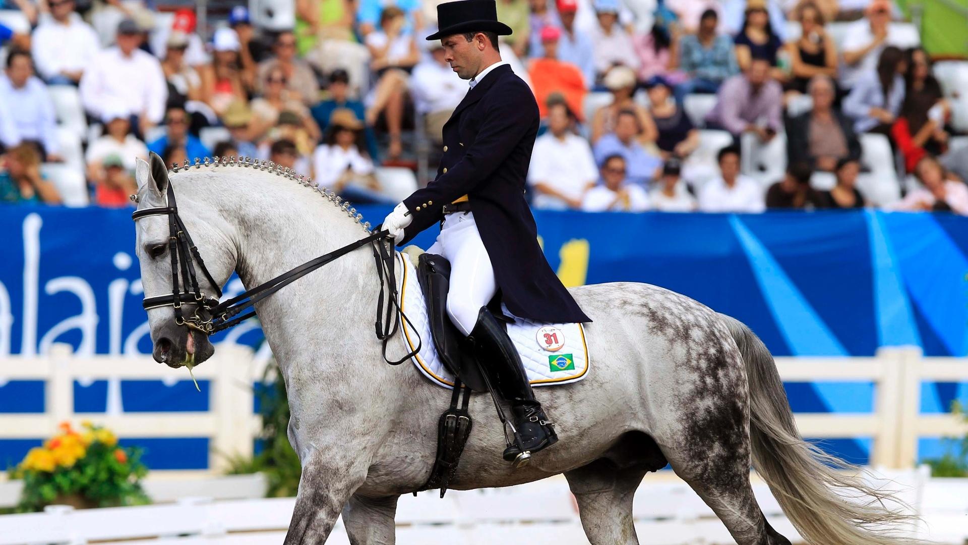 Mauro Pereira Júnior, montando Tulum Comando SN ficou com a 9ª posição no adestramento individual