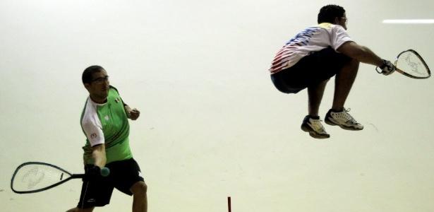 Alvaro Beltran (México) e Cesar Castillo (Venezuela) em partida de raquetebol no Pan