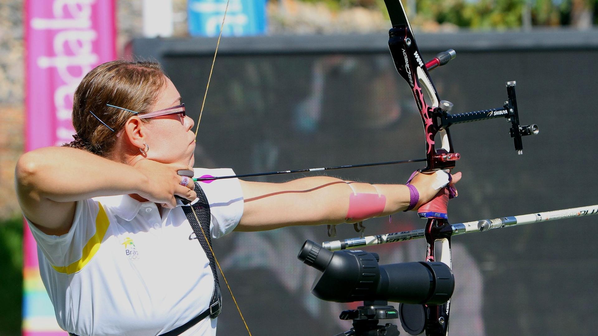Sarah Nikitin foi eliminada nas oitavas de final no individual do tiro com arco (19/10/2011)