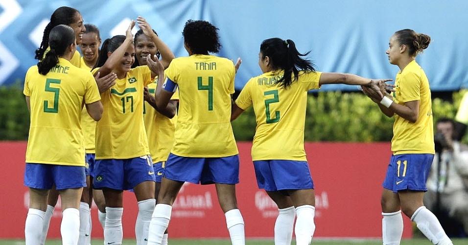 Brasileiras, que imitaram jogar vôlei, fazem dancinha após gol na vitória contra a Costa Rica, pelo Pan (20/10/2011)