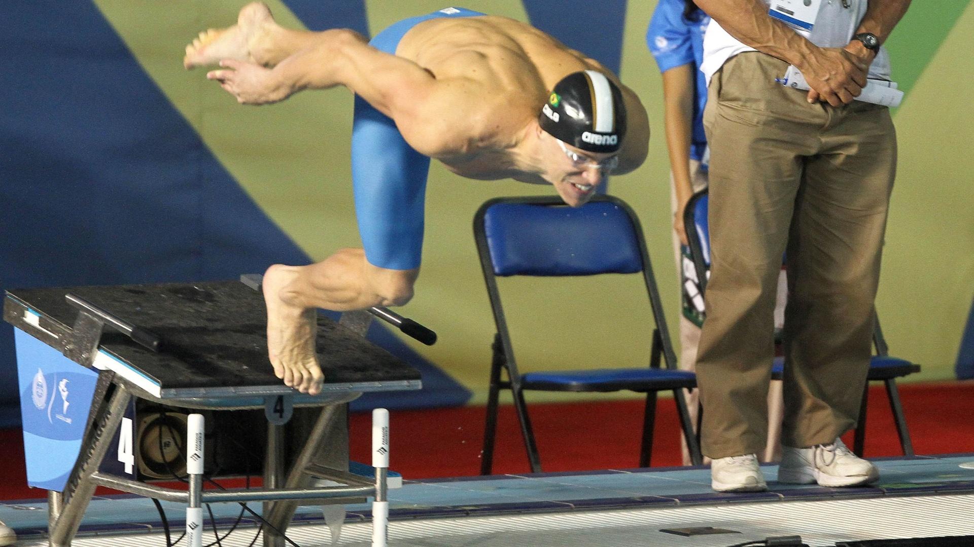 Cesar Cielo parte do bloco para a disputa de eliminatória dos 50 m livre no Pan de Guadalajara (20/10/2011)